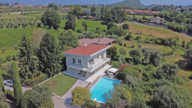Villa Cavallino nero, alquiler vacacional en Manerba del Garda