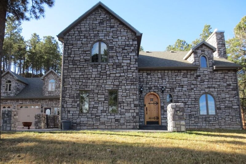 Black Hills Castle near Mt. Rushmore & Rapid City, holiday rental in Rockerville