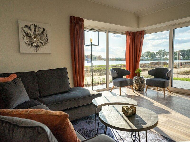 Resort De Kraaijenbergse Plassen, vacation rental in Linden