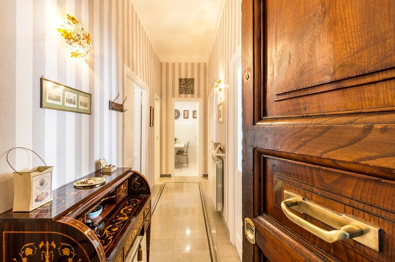 Central Rome Vatican area Luxury Home wonderful reviews - free wifi -, holiday rental in Rome