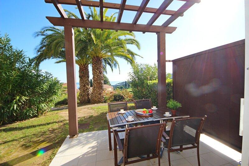 Cap Esterel pueblo C4: 3 habitaciones jardín - 426la, holiday rental in Agay