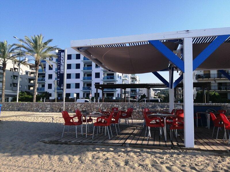 Apartamento en 1º linea playa, aluguéis de temporada em Calafell
