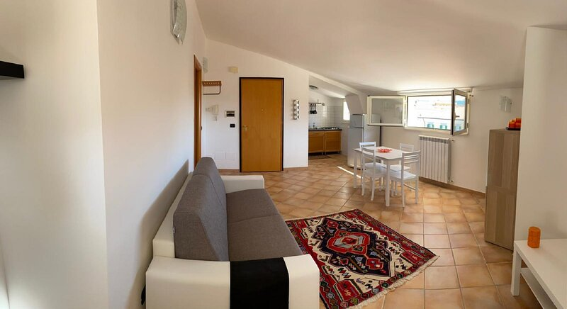 L'Aquila City Center Home 1 - appartamento mansardato, holiday rental in Scoppito