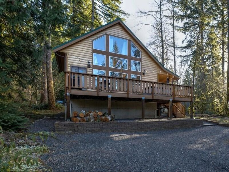 Mt. Baker Lodging - The Come On Up Cabin!, holiday rental in Cultus Lake