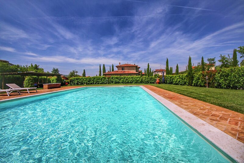 Cottage with pool, air conditioning, own outdoor area in southern Tuscany, vacation rental in Rigomagno