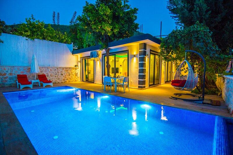 Privet Hidden Pool Honeymoon Villa Orkide, casa vacanza a Islamlar