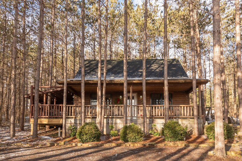 Whispering Pines Cabin, holiday rental in Accident