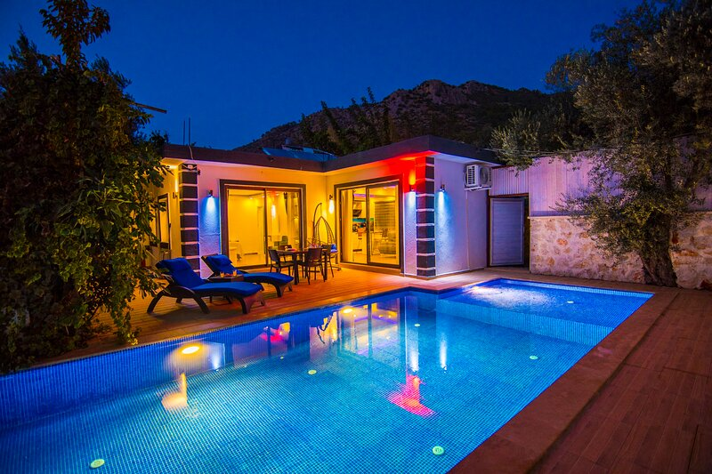 Privet Hidden Pool Honeymoon Villa Nilüfer, casa vacanza a Islamlar