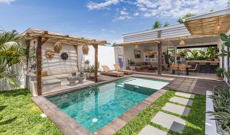 Relaxing modern tropical getaway - 2 Br in Canggu, location de vacances à Kerobokan