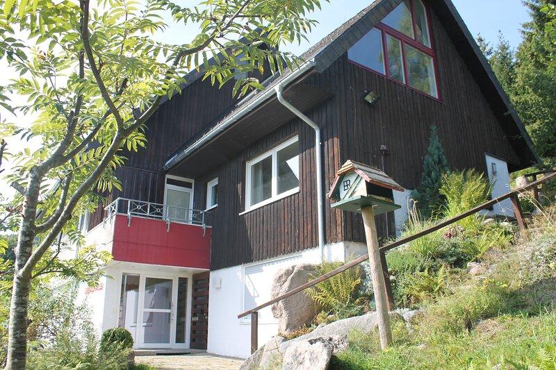 2- Raum Ferienwohnung Titiseeblick im Hochschwarzwald, aluguéis de temporada em Saig