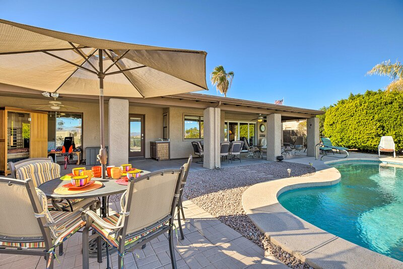 NEW! Fountain Hills Home w/ Pool, Mtn View & Sauna, alquiler de vacaciones en Fountain Hills