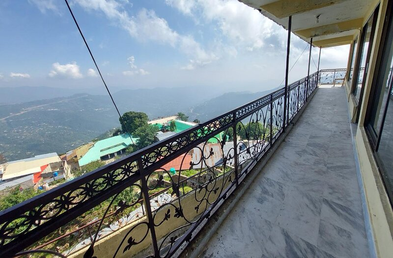 Stunning 3-Bed Apartment in Murree, holiday rental in Dunga Gali