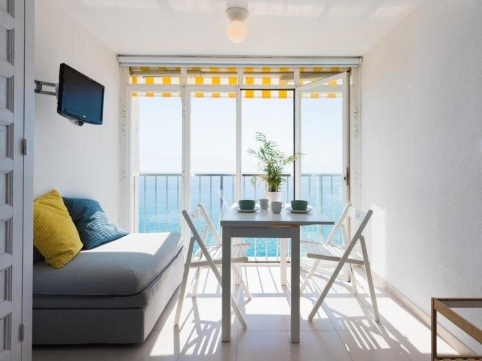 Renovated studio with sea views at Platja d'Aro. Front line! Beach Palace CB10, holiday rental in Castell-Platja d'Aro