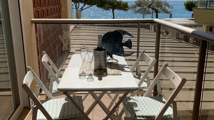 Beach apartment in Platja d'Aró with WiFi 1st line of the sea - DREAMTIME, vacation rental in Castell-Platja d'Aro