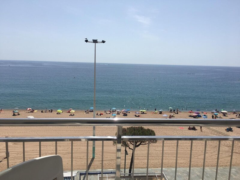GIROROOMS- APARTAMENT ELYPALACE 3 6 sea view with terrace and wiffi, vacation rental in Castell-Platja d'Aro