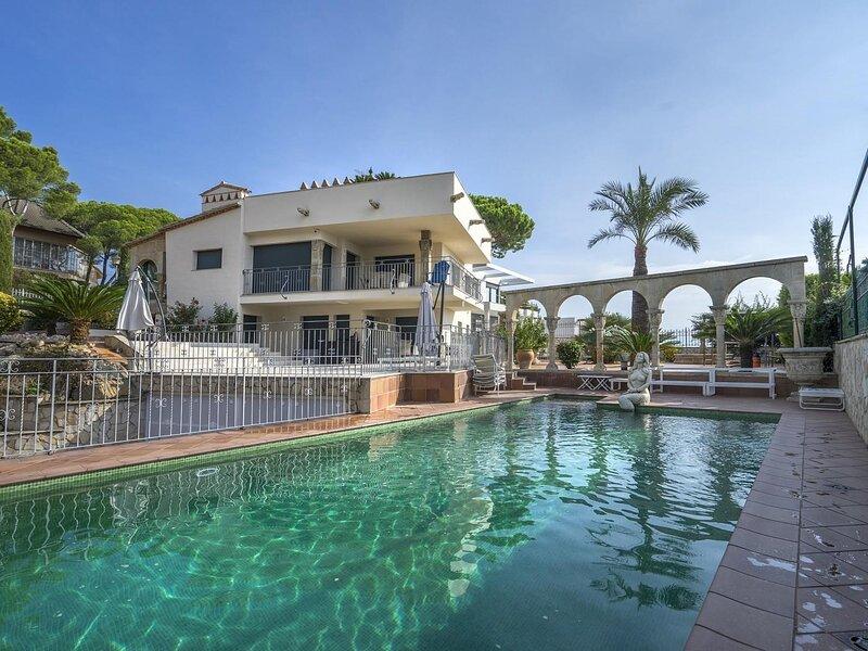 Luxury villa with pool and beautiful garden in Platja D'Aro - Villa Puigmal, alquiler de vacaciones en Platja d'Aro