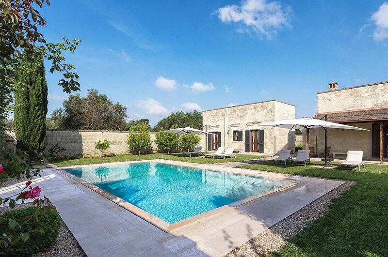 Masseria La Rosa Luxury Villa in Puglia with pool, casa vacanza a Cannole