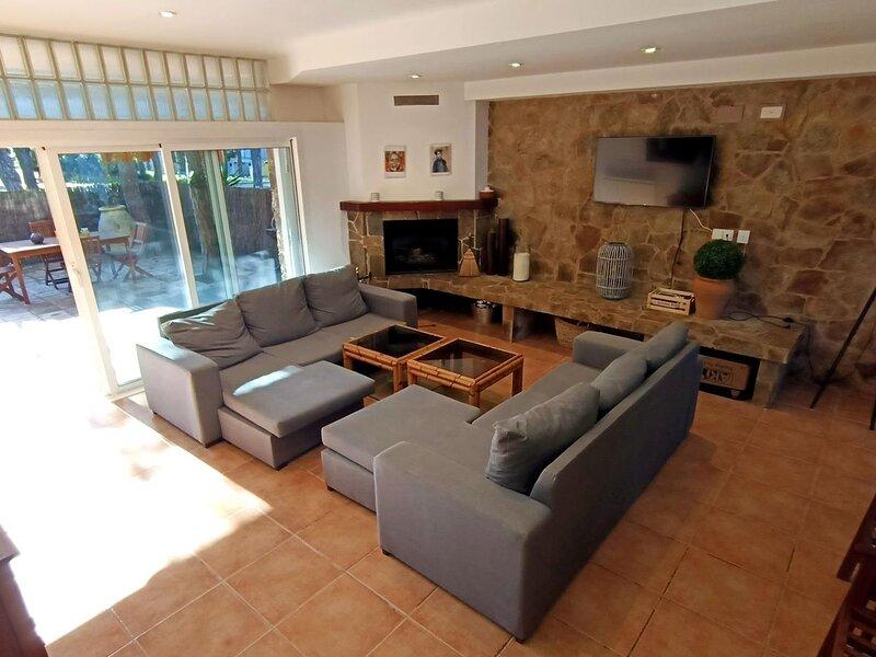 Villa in Platja d'Aro near the sea & the center with parking & WiFi- TRIANA, vacation rental in Castell-Platja d'Aro