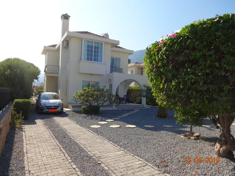Private Pool and Magnificent Sea & Mountain Views, holiday rental in Lapta