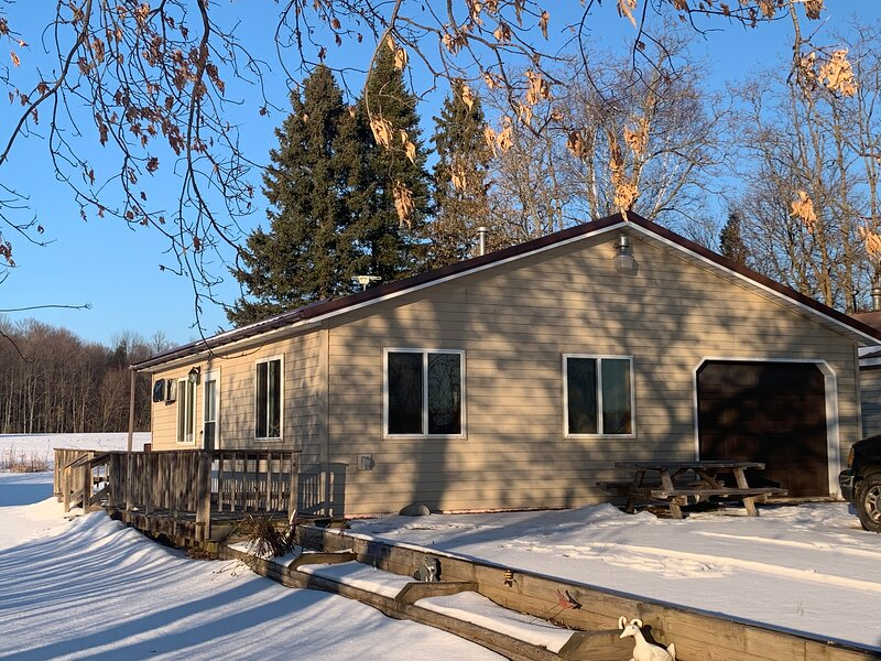 Snowmobilers, Hunters, and Adventurers…Welcome!, holiday rental in Laona