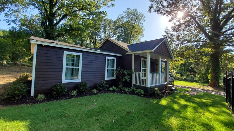 Chic Home Cabin Like Sleeps Up to 14 on 1.5 Acres, location de vacances à Bartlett