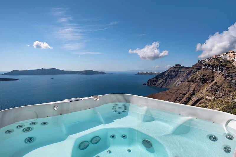 BlueVillas | Villa La Maison 1809 | Outdoor heated jacuzzi in Fira with view, holiday rental in Karterádhos