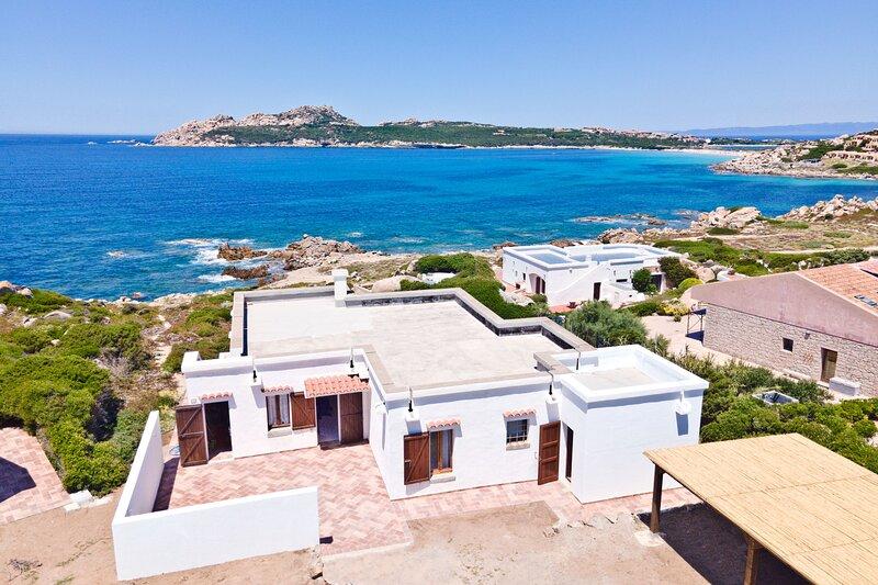 Villa fronte mare a 70 metri dalla spiaggia, holiday rental in Capo Testa