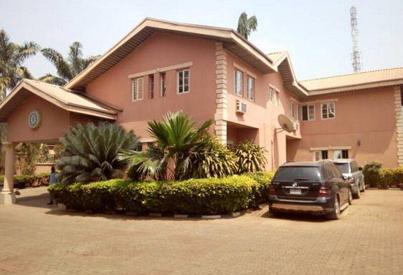 The Maybach Hotel Resort, location de vacances à Enugu State