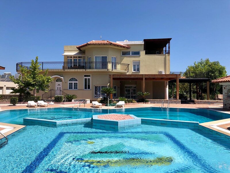 Casa Loma, location de vacances à Petaloudes