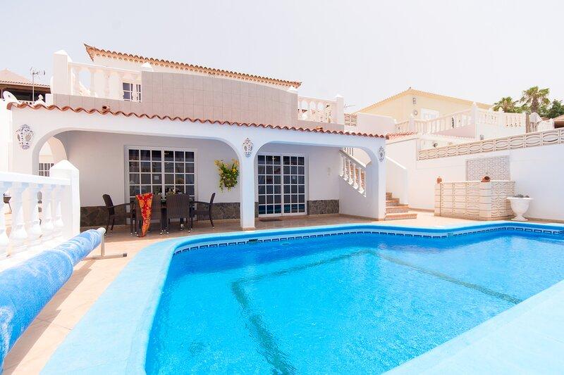 Villa Salvaje, Tranquil 3 bedroom villa with private heated pool, Callao Salvaje, holiday rental in Callao Salvaje