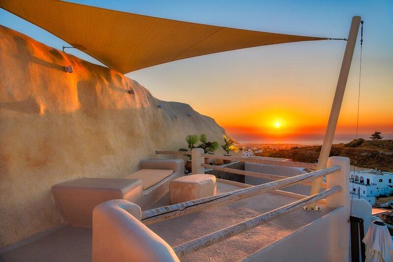 Bonita Vista with 2 prive Hot Tub, BBQ and Parking, location de vacances à Vothonas