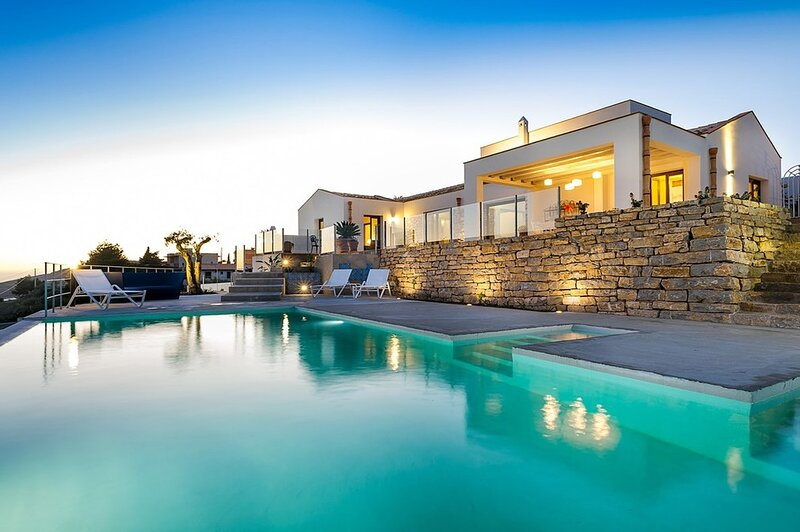 Villa Trinacria, holiday rental in Dattilo
