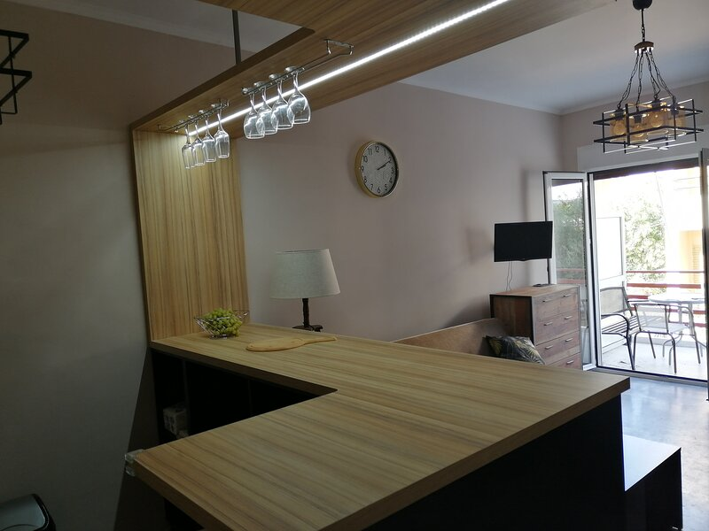 Modern Studio 300m from the beach, location de vacances à Psatha