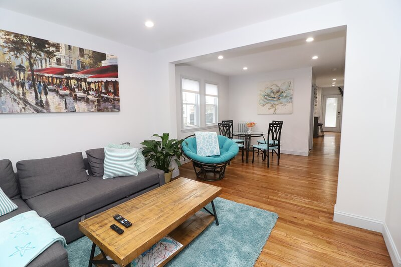 Boston (4 miles) | Clean | Safe | WIFI | FAMILY | NO PARTIES, holiday rental in Boston