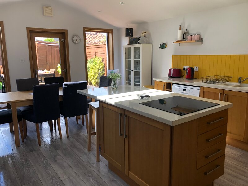 Elie Earlsferry Townhouse nr beach 4 bedrooms large kitchen secure sunny garden, casa vacanza a Leven