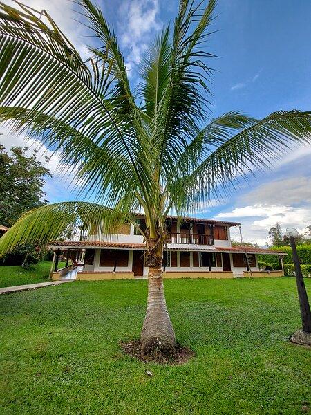Espectacular alojamiento con piscina en Quimbaya, holiday rental in Ulloa