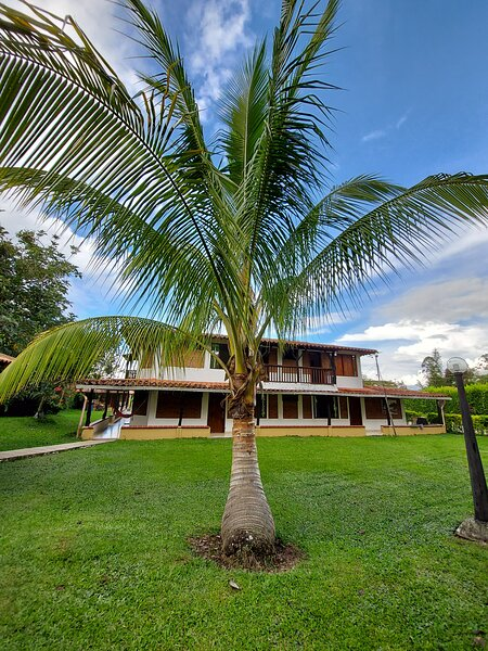 Espectacular alojamiento con piscina en Quimbaya, holiday rental in Quindio Department