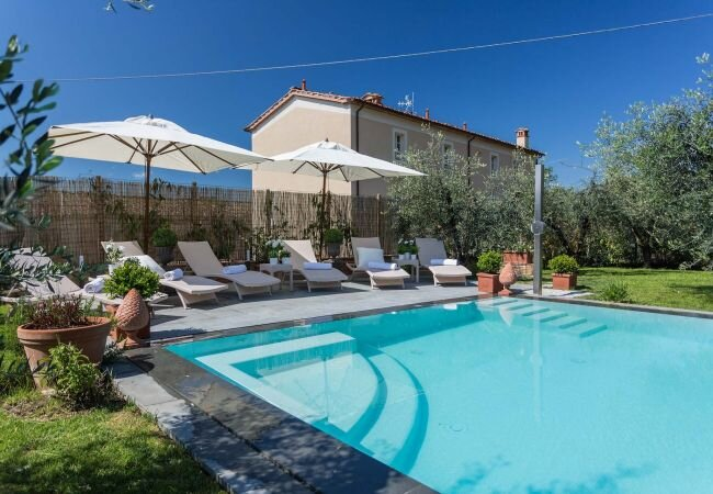 Gragnano Villa Sleeps 12 with Pool Air Con and WiFi - 5840853, holiday rental in Camigliano