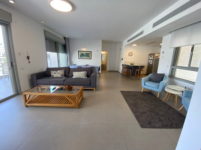 Herzliya Luxury- Herzliya Park & beaches & IDC, holiday rental in Ra'anana