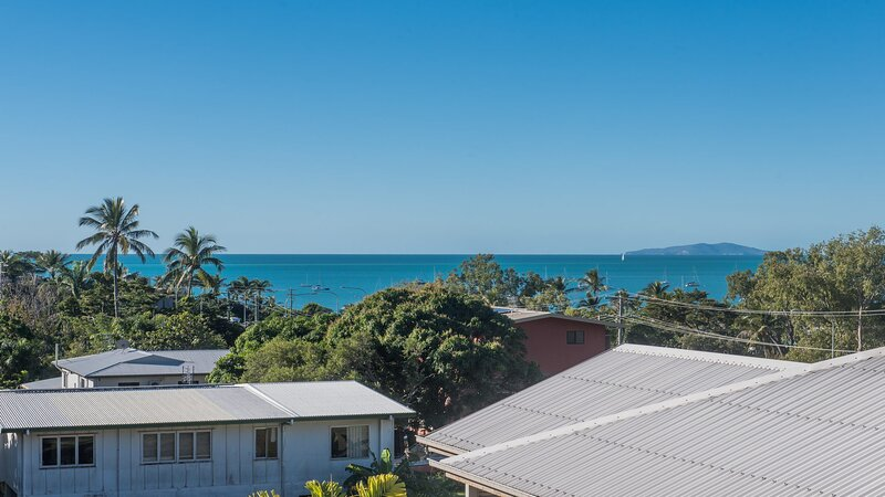 Alpha 8 on Waterson - Airlie Beach, holiday rental in Flametree