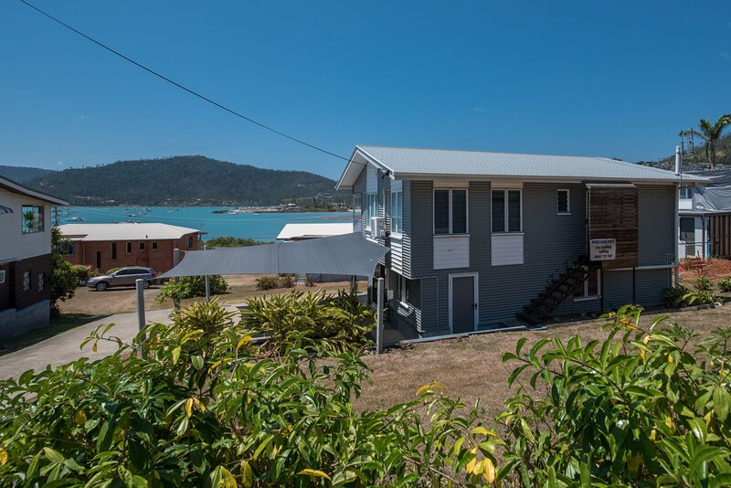 Norm's Beach House - Airlie Beach, holiday rental in Flametree