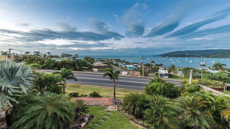 Hayman Views - Airlie Beach, holiday rental in Dingo Beach