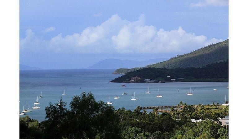 Laguna Views - Airlie Beach, holiday rental in Jubilee Pocket