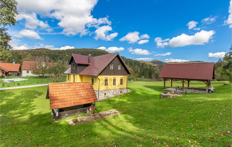 Beautiful home in Kocevska Reka with 4 Bedrooms (SSE042), holiday rental in Dolus