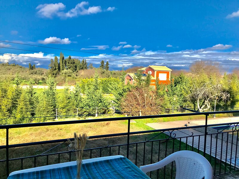 Banos Apartment 2 bed rooms And Swimming Pool, holiday rental in Astrakeri
