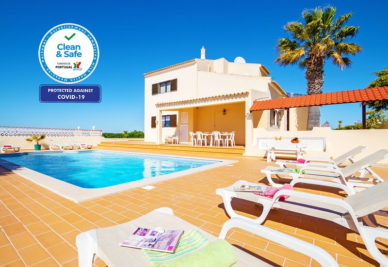 CHARMING VILLA W/ PRIVATE POOL, WI-FI AND JUST 2KM FROM THE BEACH, holiday rental in Pera