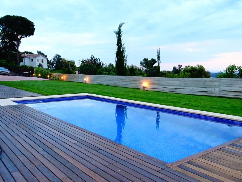 VILLA WITH POOL AND SEA VIEWS, holiday rental in Mont-ras