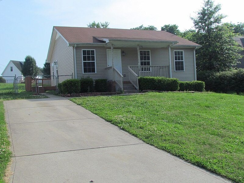 Beautiful cul-de-sac home!!! with a FENCED IN YARD!, holiday rental in Southside