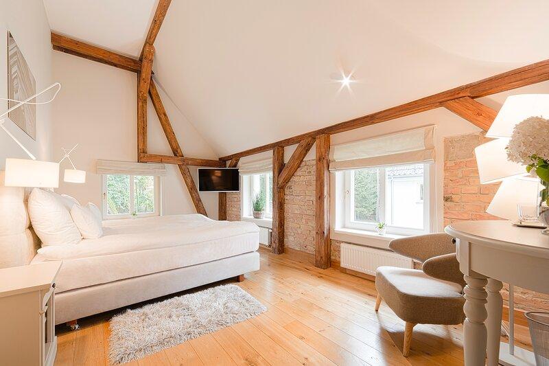 Manowce Palace - Double or Twin Room with Garden View (Room 1), location de vacances à Nowe Warpno