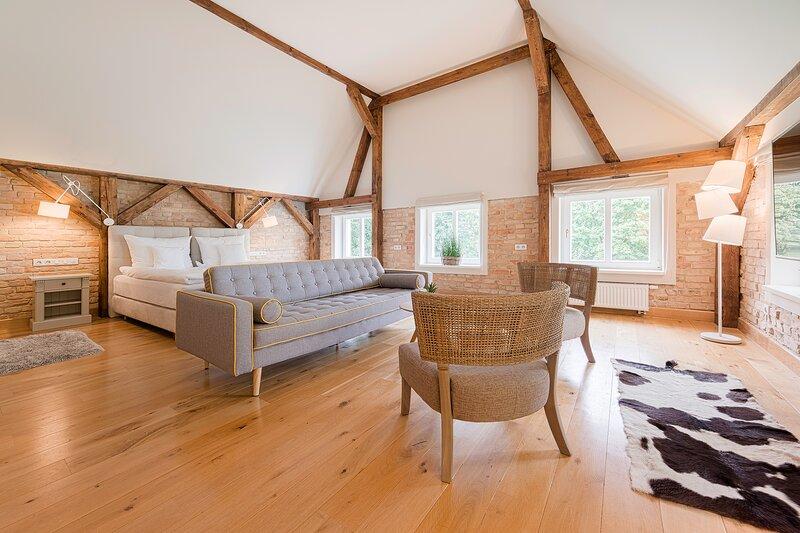 Manowce Palace - Quadruple Room with Lake View (Room 3), location de vacances à Nowe Warpno